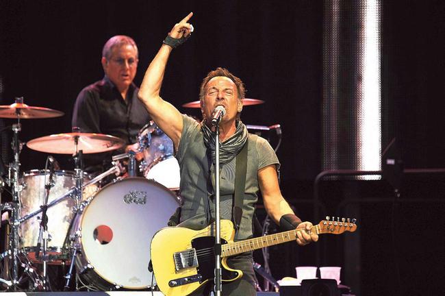 Zachránit musíš sám sebe. (Bruce Springsteen na své letošní šňůře) • Autor: Profimedia, TEMP Sipa Press